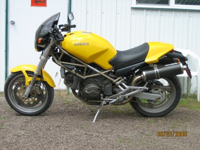 yellow ducati monster 750