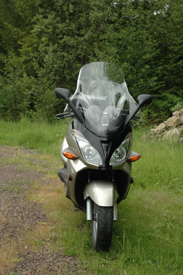 front view of the aprillia atlantic scooter